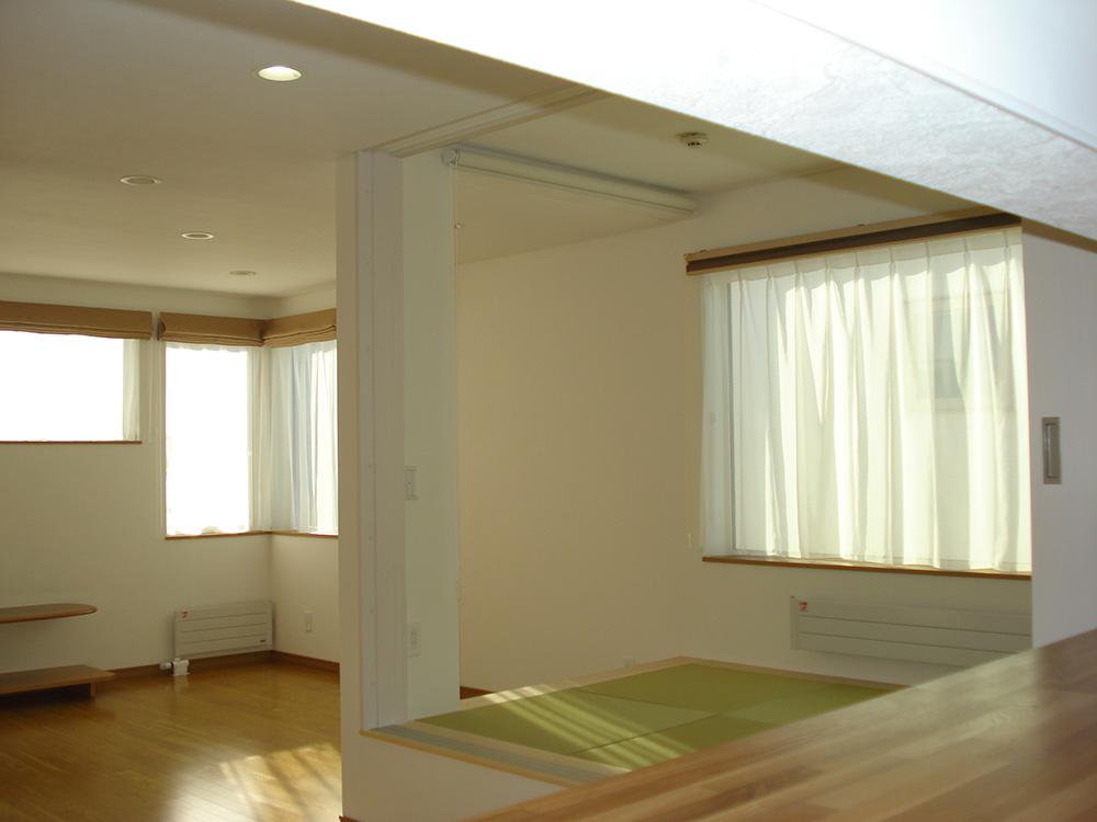 2階台所から居間を見る